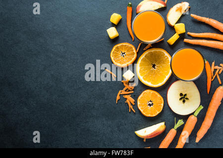 Régime alimentaire sain ingrédients smoothie, frontière alimentaire Contexte Banque D'Images