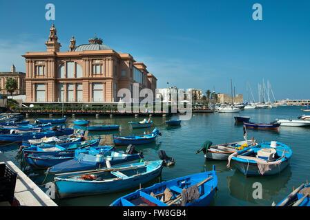 Bateaux de pêche au Port, Bari, Italie Banque D'Images