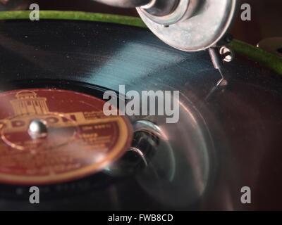 Vintage label Odeon shellac notice joué sur gramophone ancien Banque D'Images