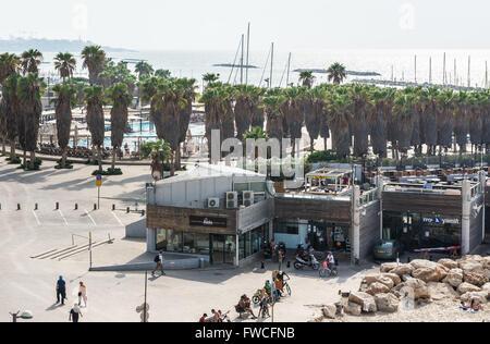 Shlomo Lahat, Promenade - vue de la passerelle dans le parc de l'indépendance (Gan ha-Atsmaut) à Tel Aviv, Israël Banque D'Images