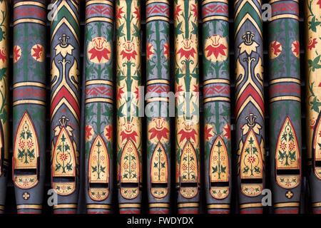 Orgue à tuyaux décoratifs détail à St Georges l'Église, Hampnet, Cotswolds, Gloucestershire, Angleterre Banque D'Images