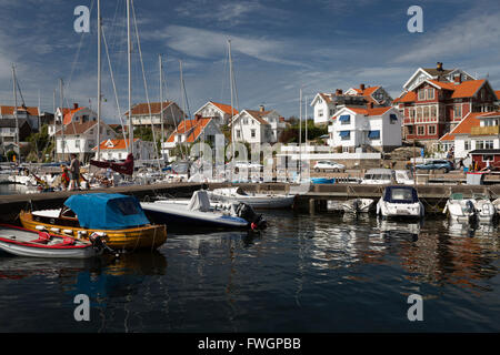 Vue sur port de vieux village de pêcheurs, Mollosund, Orust, Bohuslan, côte sud-ouest de la Suède, Suède, Scandinavie, Banque D'Images