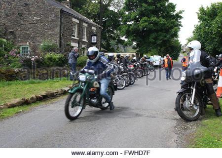 Holwick. Middleton-in-Teesdale, Co Durham, Royaume-Uni 12 juin 2016 sur leur course de motos classiques de la Durham Banque D'Images