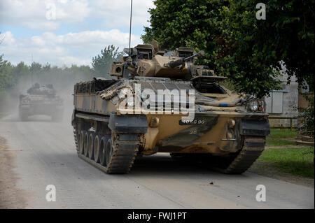 Guerrier de combat d'infanterie billet sur une route dans la plaine de Salisbury au cours de l'exercice Lion grève.