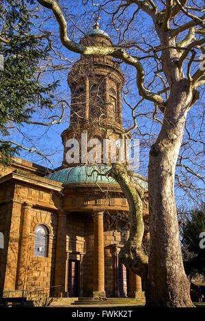 St Marys Church Banbury Oxfordshire England UK avec Platanus x acerifolia platane Londres Banque D'Images