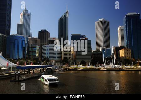 TransPerth ferry Elizabeth Street, Perth, Australie occidentale. Pas de PR Banque D'Images