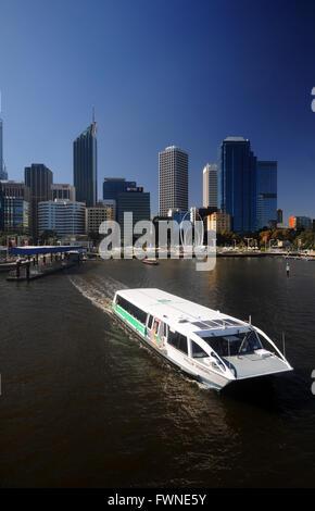 Au départ des ferries TransPerth Elizabeth Street, Perth, Australie occidentale. Pas de PR Banque D'Images