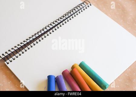 Sketch Pad et Soft Pastels Banque D'Images