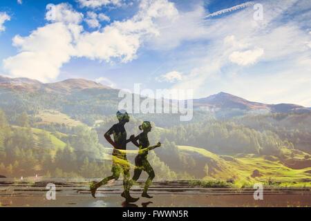Double exposition de deux coureurs, sentier écologique dans la nature, le sport, la compétition de course ou marathon Banque D'Images