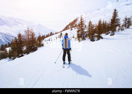 Ski dans les Alpes, sport d'hiver en montagne, de ski et de beau paysage Banque D'Images