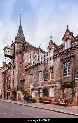 Canongate Tolbooth sur Canongate, partie du Royal Mile d'Édimbourg, en Écosse. C'était à l'origine le palais de Banque D'Images