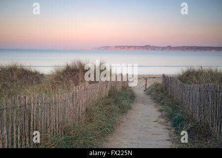 Plage de l'anse de Dinan, presqu'île de Crozon, Bretagne France Banque D'Images