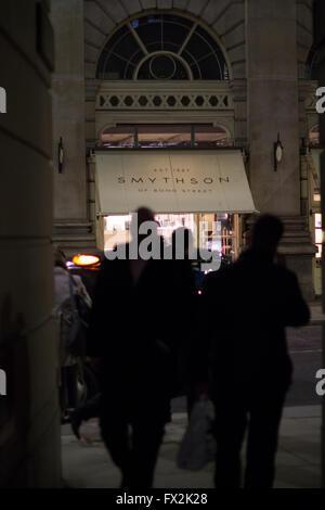 Smythson store haut de gamme, pour la propre marque de papeterie et de maroquinerie de luxe Londres Banque D'Images