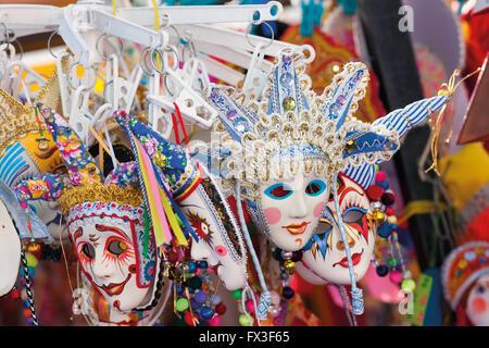 Masque de Venise - un souvenir pour les touristes, une copie de masques. Banque D'Images
