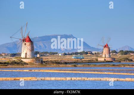 Moulins à sel, Marsala, Mozia, Sicile, Italie Banque D'Images