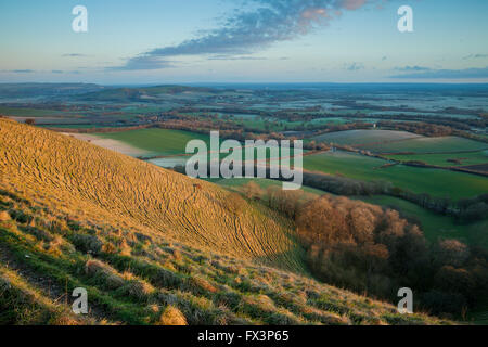 Lever du soleil de printemps sur les South Downs près de Deal, Kent, Angleterre. Banque D'Images