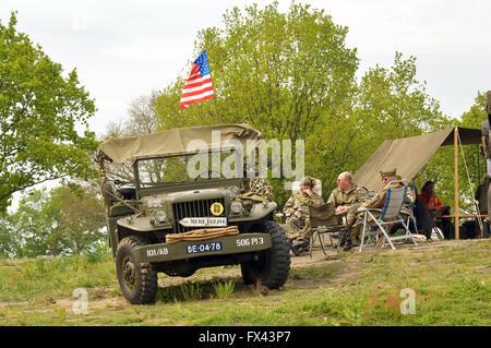 la willys mb jeep camion de l 39 arm e am ricaine 4x4 tait un quatre roues motrices v hicule. Black Bedroom Furniture Sets. Home Design Ideas