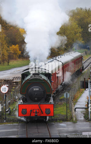 Un train à vapeur arrivant à Elsecar Heritage Railway Station, Barnsley, South Yorkshire, UK. Photo: Scott Bairstow/Alamy