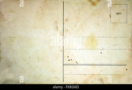 Blank verso d'une carte postale ancienne isolated on white Banque D'Images