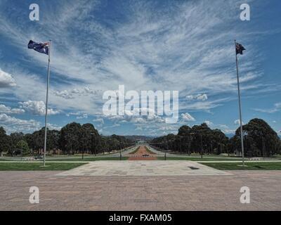 Vue spectaculaire sur Anzac Avenue vers new Parliament House, Canberra, ACT Banque D'Images