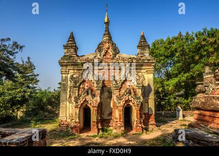 L'un des nombreux temples en ruines dans la ville antique et de l'ancien 14ème au 19ème siècle la capitale d'Ava, Banque D'Images