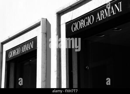 ... mode crea  Entrée de la marque Giorgio Armani, boutique à Rome, Italie  Banque D Images 83e9ed38effd
