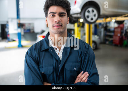 Mechanic with arms crossed Banque D'Images