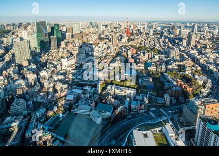 La tour de Tokyo et les immeubles de grande hauteur à Tokyo, Japon Banque D'Images