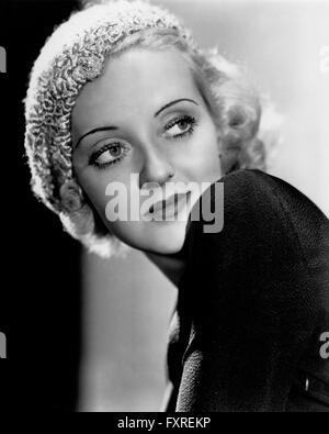 BETTE DAVIS (1908-1989) Actrice américaine en 1934 alors qu'promotijng son film de servitude humaine Banque D'Images