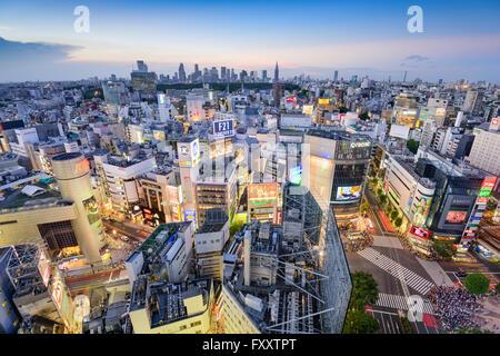 Le Shibuya skyline au Crépuscule à Tokyo, Japon. Banque D'Images