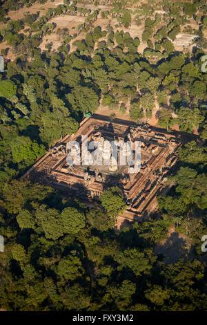 East Mebon temple ruins (datant de 953), site du patrimoine mondial d'Angkor, Siem Reap, Cambodge - vue aérienne Banque D'Images