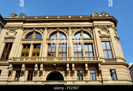 Prague, République tchèque. Banque nationale tchèque - entrée arrière de l'ancien bâtiment sur Senovazna Senovazne namesti (LP)
