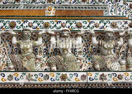 Décorations de Wat Arun temple, Bangkok, Thaïlande Banque D'Images