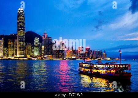 Une star ferry dans le port de Victoria, Hong Kong, Chine Banque D'Images