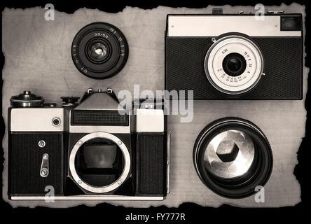 Ancien manuel sur l'objectif des caméras avec bureau en bois Banque D'Images