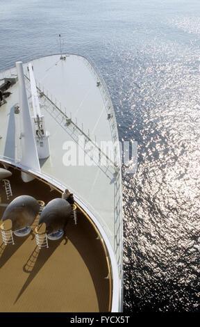 Queen Mary 2 voyageant dans l'Atlantique Banque D'Images