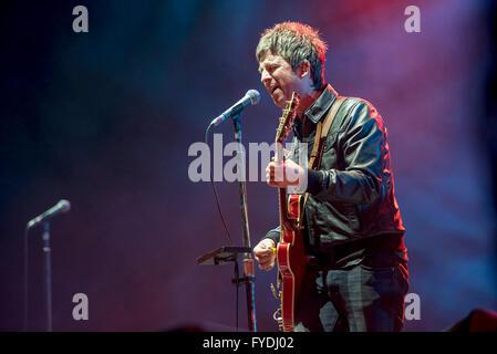 Noel Gallagher's High Flying Birds effectuer du Liverpool Echo Arena Liverpool, 25/04/2016 sur leur tournée britannique Banque D'Images