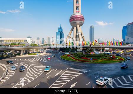 Shanghai, Chine -Oct 3, 2015: augmentation des allées et ronds-points de Lujiazui dans le district de grande hauteur Banque D'Images