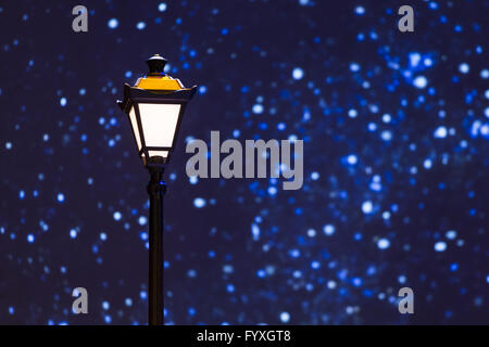 Lampe rue night sky stars Banque D'Images