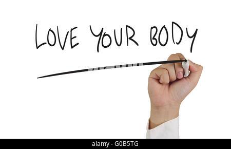 Image concept de motivation d'une main tenant le marqueur et écrire Aimez votre corps isolated on white