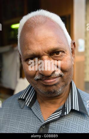 Portrait d'homme du Rajasthan dans la vieille ville d'Udaipur Banque D'Images