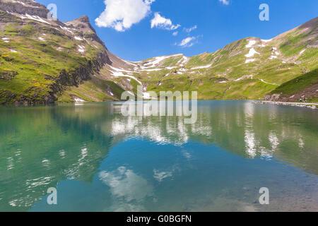 Lac de montagne dans les Alpes suisses, Bachalp, Grindelwald, Suisse Banque D'Images