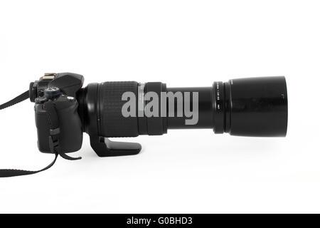 Mi-noir variaient de appareil photo reflex numérique avec objectif long Banque D'Images