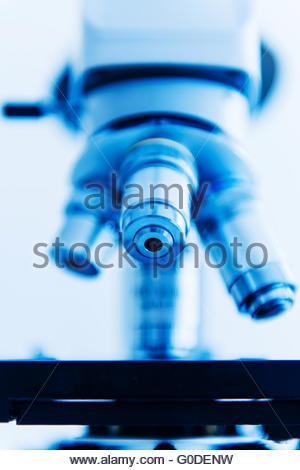 Lentille de microscope dans un laboratoire moderne int Banque D'Images