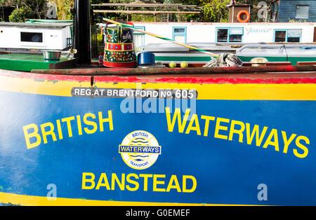 Londres, Royaume-Uni. 1er mai 2016. Bateaux du canal se rassemblent à la petite Venise sur le Canal Grand Union pour la batellerie Association Cavalcade. Crédit: Joe Dunckley/Alamy Live News
