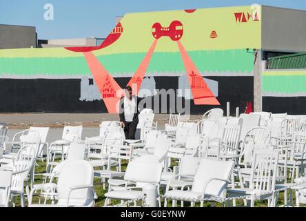 '185 chaises vides' art installation de 2011 victimes du séisme, Madras Street, Christchurch, Canterbury, Nouvelle Banque D'Images
