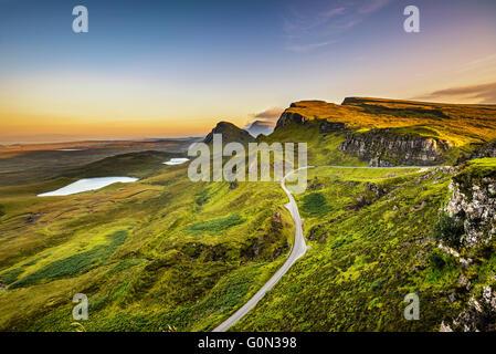 Quiraing montagne coucher du soleil à île de Skye, Écosse, Royaume-Uni