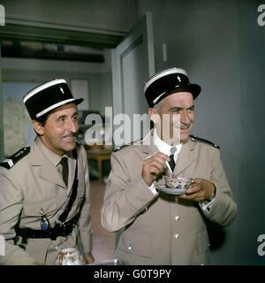 Jean Lefebvre et Louis de Funès / Les troupes se marier / 1968 réalisé par Jean Girault (Société Nouvelle de Cinémathographie Banque D'Images