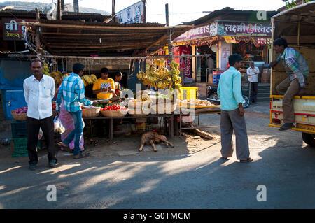 Marché en Paud Mulshi, vallée, Maharashtra, Inde Banque D'Images