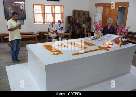 Tombe de Mère Teresa à la Maison Mère des Missionnaires de la Charité (sœurs de Mère Teresa de Calcutta), Calcutta, Banque D'Images